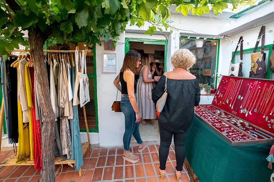 Las Tiendas del Gallinero, el nuevo espacio para la artesanía en Els Magazinos.