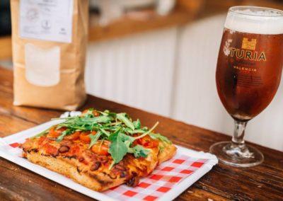 Santa Pasta: Focaccia con Blat de La Marina, con tomates cherry confitados y rúcula fresca