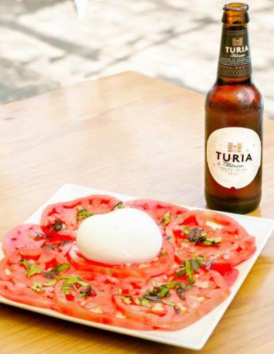 Allora: Ensalada Caprese con tomate Rosa de Denia y Burrata con higos de temporada