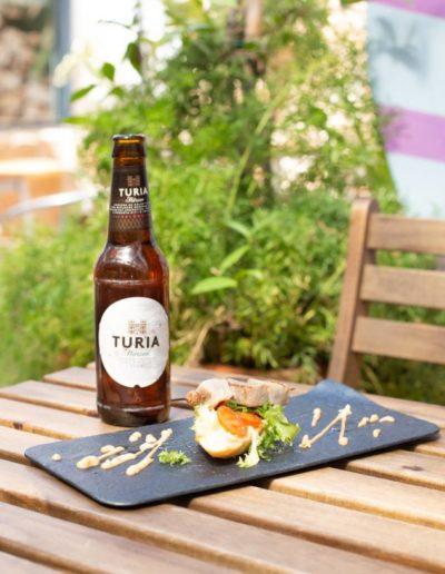 La Pinchoteca: Montadito de atún con tomate deshidratado , cebolla morada y ruccola